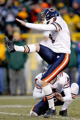 GREEN BAY, WI - JANUARY 02:  Robbie Gould #9 of the Chicago Bears kicks a field goal against the Green Bay Packers at Lambeau Field on January 2, 2011 in Green Bay, Wisconsin.  (Photo by Matthew Stockman/Getty Images)