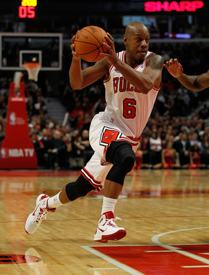 CHICAGO - NOVEMBER 04: Keith Bogans #6 of the Chicago Bulls drives to the lane against the New York Knicks at the United Center on November 4, 2010 in Chicago, Illinois. The Knicks defeated the Bulls 120-112. NOTE TO USER: User expressly acknowledges and
