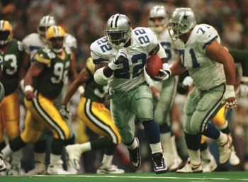 18 Nov 1996:  Running back Emmitt Smith of the Dallas Cowboys runs with the ball during the first half of the Cowboys game against the Green Bay Packers at Texas Stadium in Irving, Texas. Mandatory Credit: Brian Bahr/ALLSPORT