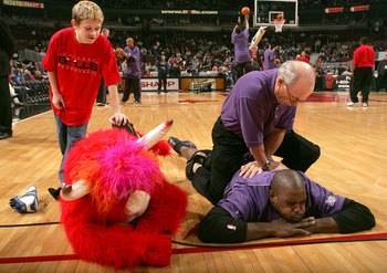 CHICAGO - FEBRUARY 15:  A Fan helps the Chicago Bulls Mascot, Benny, stretch next to Chris Webber #4 of the Sacramento Kings before a game on February 15, 2005 at the United Center in Chicago, Illinois. The Bulls defeated the kings 107-102.  NOTE TO USER: