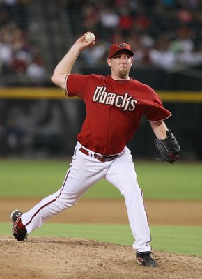 PHOENIX - AUGUST 05:  Brandon Webb #17 of the Arizona Diamondbacks pitches during the game against the Pittsburgh Pirates at Chase Field on August 5, 2008 in Phoenix, Arizona.  (Photo by Lisa Blumenfeld/Getty Images)