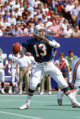 EAST RUTHERFORD, NJ - SEPTEMBER 21:  Quarterback Dan Marino #13 of the Miami Dolphins looks to pass during a game against the New York Jets at Giants Stadium on September 21, 1986 in East Rutherford, New Jersey.  The Jets won 51-45 in overtime.  (Photo by