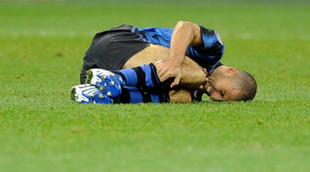 MILAN, ITALY - NOVEMBER 06:  Walter Samuel of FC Internazionale Milano is injured during the Serie A match between Inter and Brescia at Stadio Giuseppe Meazza on November 6, 2010 in Milan, Italy.  (Photo by Claudio Villa/Getty Images)