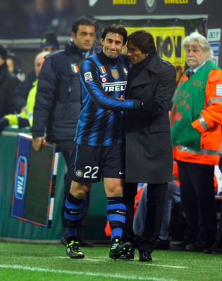 MILAN, ITALY - JANUARY 19:  Diego Alberto Milito of Inter Milan comes off injured during the Serie A match between Inter and Cesena at Stadio Giuseppe Meazza on January 19, 2011 in Milan, Italy.  (Photo by Claudio Villa/Getty Images)