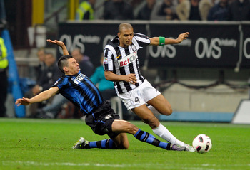 MILAN, ITALY - OCTOBER 03:  Lucio of Inter Milan and Felipe Melo of Juventus FC compete for the ball during the Serie A match between FC Internazionale Milano and Juventus FC at Stadio Giuseppe Meazza on October 3, 2010 in Milan, Italy.  (Photo by Claudio