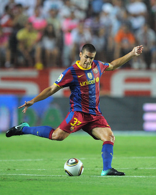 SEVILLE, SPAIN - AUGUST 14: Oriol Romeu of Barcelona passes the ball during the Supercopa, first leg, match between Sevilla and Barcelona at the Sanchez Pizjuan stadium  on August 14, 2010 in Seville, Spain.  (Photo by Denis Doyle/Getty Images)