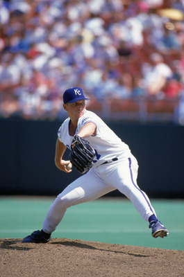 KANSAS CITY - AUGUST 29:  David Cone #17 of the Kansas City Royals delivers a pitch during a game at Kauffman Stadium on August 29, 1993 in Kansas City, Missouri.  (Photo by Getty Images)