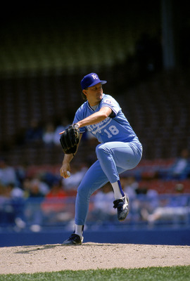 1990:  Bret Saberhagen #31 of the Kansas City Royals delivers a pitch during a game in 1990 season.  (Photo by Rick Stewart/Getty Images)