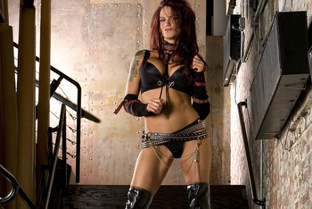 Lita-wwe-divas-216477_1024_768_display_image