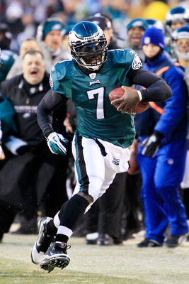 PHILADELPHIA, PA - JANUARY 09:  Michael Vick #7 of the Philadelphia Eagles runs down field against the Green Bay Packers during the 2011 NFC wild card playoff game at Lincoln Financial Field on January 9, 2011 in Philadelphia, Pennsylvania.  (Photo by Chr