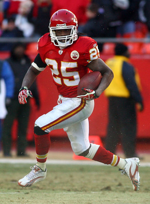 KANSAS CITY, MO - JANUARY 02:  Running back Jamaal Charles #25 of the Kansas City Chiefs runs down field in a game against the Oakland Raiders at Arrowhead Stadium on January 2, 2011 in Kansas City, Missouri.  (Photo by Tim Umphrey/Getty Images)
