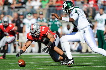 DL John Simon pounces on a loose ball against Eastern Michigan