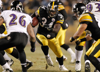 PITTSBURGH, PA - JANUARY 15:  Running back Rashard Mendenhall #34 of the Pittsburgh Steelers rushes against the Baltimore Ravens during the AFC Divisional Playoff Game at Heinz Field on January 15, 2011 in Pittsburgh, Pennsylvania.  (Photo by Gregory Sham