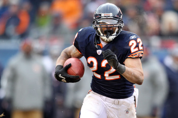 CHICAGO, IL - JANUARY 16:  Matt Forte #22 of the Chicago Bears runs the ball against the Seattle Seahawks in the 2011 NFC divisional playoff game at Soldier Field on January 16, 2011 in Chicago, Illinois.  (Photo by Andy Lyons/Getty Images)