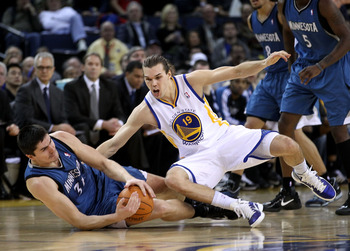 OAKLAND, CA - DECEMBER 14:  Darko Milicic #31 of the Minnesota Timberwolves and Lou Amundson #19 of the Golden State Warriors scamble for a loose ball at Oracle Arena on December 14, 2010 in Oakland, California.  NOTE TO USER: User expressly acknowledges