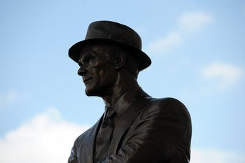 ARLINGTON, TX - SEPTEMBER 20:  A statue of Tom Landry before a game between the New York Giants and the Dallas Cowboys at Cowboys Stadium on September 20, 2009 in Arlington, Texas.  (Photo by Ronald Martinez/Getty Images)