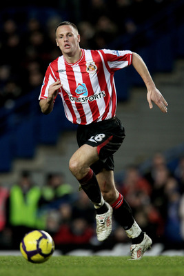 LONDON, ENGLAND - JANUARY 16:  David Meyler of Sunderland runs with the ball during the Barclays Premier League match between Chelsea and Sunderland at Stamford Bridge on January 16, 2010 in London, England.  (Photo by Phil Cole/Getty Images)