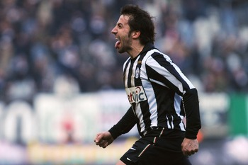 TURIN, ITALY - JANUARY 16:  Alessandro Del Piero of Juventus FC celebrates after scoring the opening goal during the Serie A match between Juventus FC and AS Bari at Olimpico Stadium on January 16, 2011 in Turin, Italy.  (Photo by Valerio Pennicino/Getty