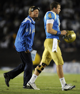 Coach Neuheisel wastes no time training his quarterbacks during a game.