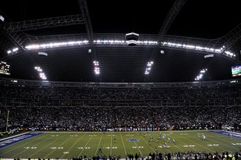 IRVING, TX - DECEMBER 20:  A general view of play at Texas Stadium during the NFL game between the Baltimore Ravens and the Dallas Cowboys on December 20, 2008 in Irving, Texas. The Ravens defeated the Cowboys 33-24. (Photo by Ronald Martinez/Getty Images
