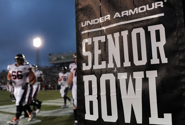 MOBILE, AL - JANUARY 24:  The North team takes the field during the Under Armour Senior Bowl on January 24, 2009 at Ladd-Peebles Stadium in Mobile, Alabama.  (Photo by Ronald Martinez/Getty Images for Under Armour)