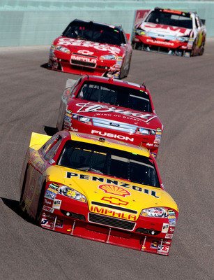 HOMESTEAD, FL - NOVEMBER 21:  Kevin Harvick, driver of the #29 Shell/Pennzoil Chevrolet, leads Aric Almirola, driver of the #9 Budweiser Ford, during the NASCAR Sprint Cup Series Ford 400 at Homestead-Miami Speedway on November 21, 2010 in Homestead, Flor