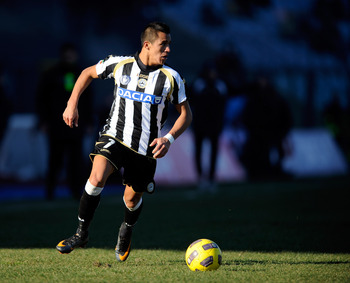 UDINE, ITALY - JANUARY 23:  Alexis Alejandro Sanchez  of Udinese Calcio during the Serie A match between Udinese and Inter at Stadio Friuli on January 23, 2011 in Udine, Italy.  (Photo by Claudio Villa/Getty Images)