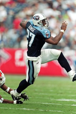 19 Sep 1999:  Eddie George #27 of the Tennessee Titans avoids the tackle during a game against the Cleveland Browns at the Adelphia Coliseum in Nashville, Tennessee. The Titans defeated the Browns 26-9. Mandatory Credit: Brian Bahr/Allsport