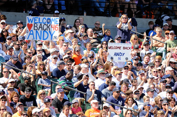 BALTIMORE - SEPTEMBER 19:  Fans hold up signs for Andy Pettitte #46 of the New York Yankees during the game against the Baltimore Orioles at Camden Yards on September 19, 2010 in Baltimore, Maryland.  (Photo by Greg Fiume/Getty Images)