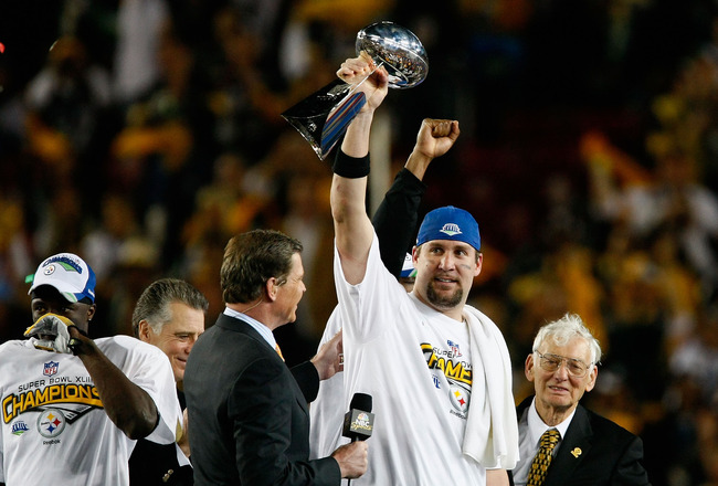 TAMPA, FL - FEBRUARY 01:  Quarterback Ben Roethlisberger #7 of the Pittsburgh Steelers celebrates with the Vince Lombardi Trophy after the Steelers won 27-23 against the Arizona Cardinals during Super Bowl XLIII on February 1, 2009 at Raymond James Stadiu