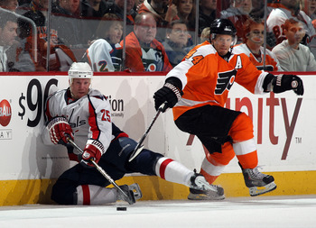 PHILADELPHIA, PA - JANUARY 18: Jason Chimera #25 of the Washington Capitals skates against Kimmo Timonen #44 of the Philadelphia Flyers at the Wells Fargo Center on January 18, 2011 in Philadelphia, Pennsylvania.  (Photo by Bruce Bennett/Getty Images)