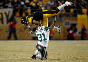 PITTSBURGH, PA - JANUARY 23:  Mewelde Moore #21 of the Pittsburgh Steelers catches a pass over Antonio Cromartie #31 of the New York Jets in the third quarter of the 2011 AFC Championship game at Heinz Field on January 23, 2011 in Pittsburgh, Pennsylvania