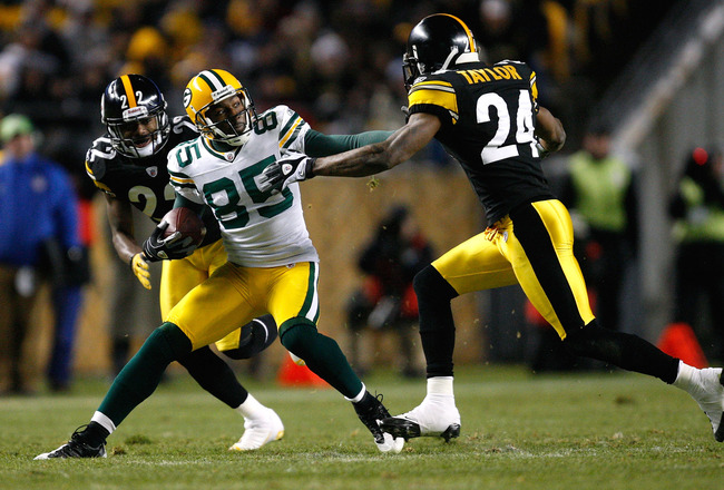 PITTSBURGH - DECEMBER 20: James Jones #89 of the Green Bay Packers runs past William Gay #22 and Ike Taylor #24 of the Pittsburgh Steelers during the game on December 20, 2009 at Heinz Field in Pittsburgh, Pennsylvania. (Photo by Jared Wickerham/Getty Ima
