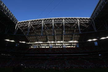 GLENDALE, AZ - DECEMBER 25:  General view of the open roof at the University of Phoenix Stadium during the NFL game between the Dallas Cowboys and the Arizona Cardinals on December 25, 2010 in Glendale, Arizona.  (Photo by Christian Petersen/Getty Images)