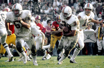 Nfl-dolphins-super_bowl_vii_csonka-larry-39-white-1973-stockpic1_display_image