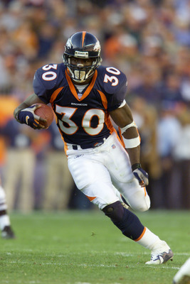 11 Nov 2001 : Terrell Davis of the Denver Broncos heads downfield against the San Diego Chargers during the game at Invesco Field at Mile High Stadium in Denver, Colorado. The Broncos won 26-16. DIGITAL IMAGE. Mandatory Credit: Brian Bahr/Allsport