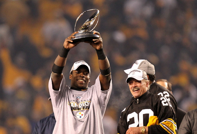 PITTSBURGH, PA - JANUARY 23:  Rashard Mendenhall #34 of the Pittsburgh Steelers holds up the Lamar Hunt trophy as former Steeler Rocky Bleier looks on after the Steelers defeated the New York Jets 24 to 19 in the 2011 AFC Championship game at Heinz Field