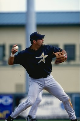 8 Mar 1999: Infielder Ken Caminiti #11 of the Houston Astros throws the ball during the Spring Training game against the St. Louis Cardinals at the Roger Dean Stadium in Jupiter, Florida. The Astros defeated the Cardinals 2-1. Mandatory Credit: David Leed