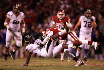 KANSAS CITY, MO - DECEMBER 06: Quinton Carter #20 of the Oklahoma Sooners breaks up a pass intended for Jeremy Maclin #9 of the Missouri Tigers during the Big 12 Championship on December 6, 2008 at Arrowhead Stadium in Kansas City, Missouri.  (Photo by Ja