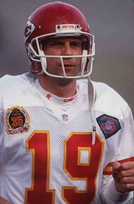 24 DEC 1994:  A PORTRAIT OF JOE MONTANA, QUARTERBACK FOR THE KANSAS CITY CHIEFS, DURING THEIR 19-9 WIN OVER THE LOS ANGELES RAIDERS AT THE LOS ANGELES COLESIUM IN LOS ANGELES, CALIFORNIA. Mandatory Credit: Mike Powell/ALLSPORT
