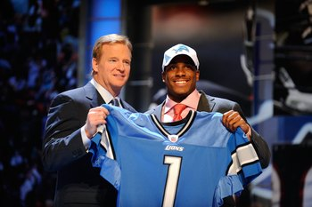 NEW YORK - APRIL 22:  Jahvid Best (R) from the California Golden Bears poses with NFL Commissioner Roger Goodell as they hold up a Detroit Lions jersey after the Lions selected Best number 30 overall during the first round of the 2010 NFL Draft at Radio C