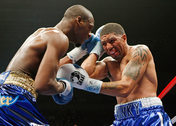 LAS VEGAS - APRIL 11:  Paul Williams (L) and Winky Wright trade blows in the fourth round of their middleweight bout at the Mandalay Bay Events Center April 11, 2009 in Las Vegas, Nevada. Williams won by unanimous decision.  (Photo by Ethan Miller/Getty I
