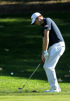 THOUSAND OAKS, CA - DECEMBER 02: Nick Watney chips onto the fifth green during the Chevron World Challenge at Sherwood Country Club on December 2, 2010 in Thousand Oaks, California.  (Photo by Stephen Dunn/Getty Images)