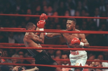 9 Feb 1991: Sugar Ray Leonard throws a punch at Terry Norris during their WBC Super Welter Weight fight at Madison Square Garden in New York, New York. Mandatory Credit: Rick Stewart/Allsport