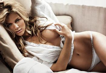 Brooklyn-decker-gq-1_display_image