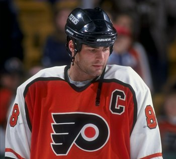 19 Apr 1998:  Center Eric Lindros of the Philadelphia Flyers in action during a game against the Boston Bruins at the Fleet Center in Boston, Massachusetts. The Bruins defeated the Flyers 2-1. Mandatory Credit: Steve Babineau  /Allsport