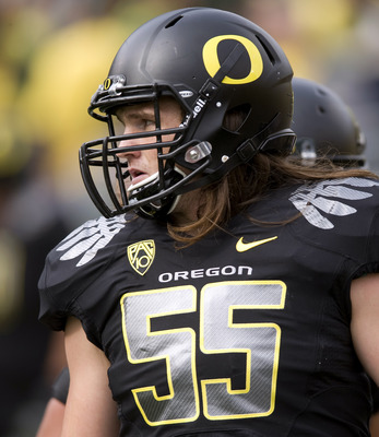 EUGENE, OR - NOVEMBER 6: Linebacker Casey Matthews #55 of the Oregon Ducks warms up before the game against the Washington Huskies at Autzen Stadium on November 6, 2010 in Eugene, Oregon. (Photo by Steve Dykes/Getty Images)