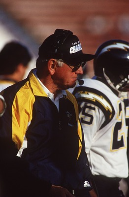20 DEC 1992:  BILL ARNSPARGER, DEFENSIVE COORDINATOR FOR THE SAN DIEGO CHARGERS, WATCHES THE ACTION FROM THE SIDELINES DURING THEIR GAME AGAINST THE LOS ANGELES RAIDERS AT THE LOS ANGELES MEMORIAL COLESIUM IN LOS ANGELES, CALIFORNIA.       Mandatory Credi