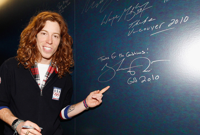 VANCOUVER, BC - FEBRUARY 18:  Shaun White of the United States snowboard Olympic team hangs out at the USA House on February 18, 2010 in Vancouver, Canada.  (Photo by Christopher Polk/Getty Images)