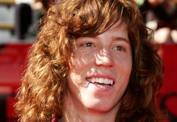 HOLLYWOOD - JULY 12:  Olympic snowboarder Shaun White arrives at the 2006 ESPY Awards at the Kodak Theatre on July 12, 2006 in Hollywood, California.  (Photo by Frazer Harrison/Getty Images)